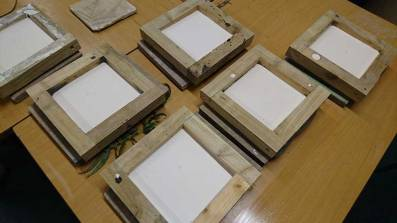 Plaster setting in square frames